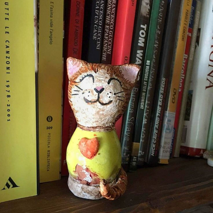 Another pic of my yellow Molly smiling cat, made of paperclay and ceramic