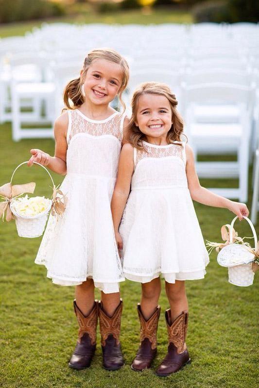 Pretty Short Lace Flower Girls Dresses Knee Length Flowers Dresses for Country Wedding Summer Sleeveless Garden Beach Kids Party Gowns Cheap