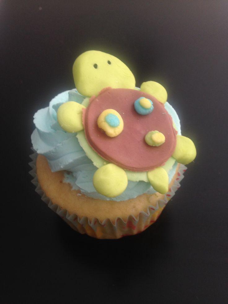 #cupcake de limón decorado con una pequeña #tortuga de #fondant #moncherry #dulcemomento