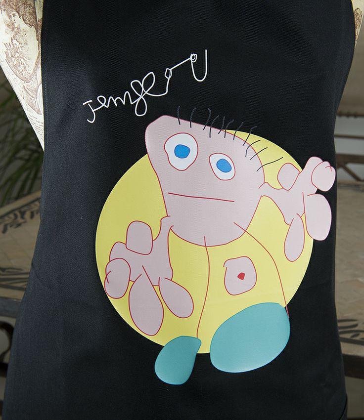 Detalle del dibujo personalizado en vinilo en un delantal. #Regalos #Delantales #Cocina #Midibu4U