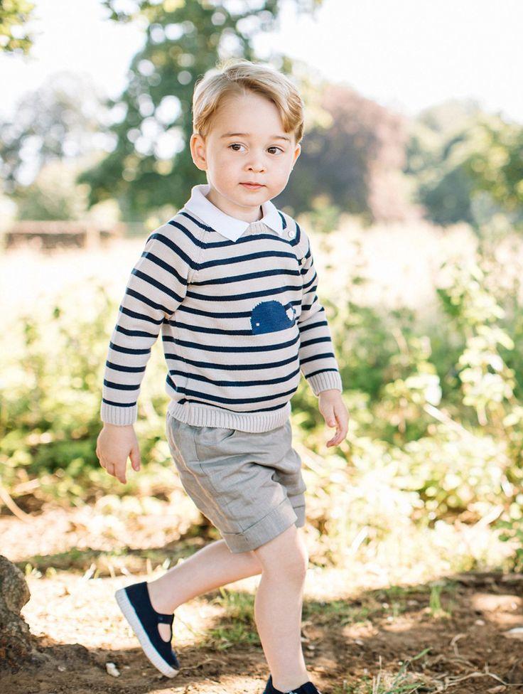 22 июля наследникубританского престола, сыну принца Уильяма и Кейт Миддлтон принцу Джорджуисполнилось 3 годика. В честь дня рождения малыша на официальных страницах Кенсингтонского дворца в соцсетях было опубликовано несколько милейших…