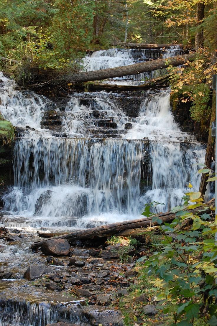 Pictured Rocks falls in Michigan | wonderful waterfalls | Michigan waterfalls, Beautiful ...
