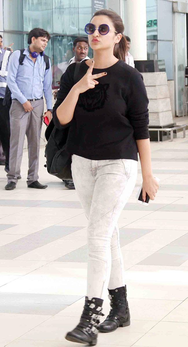 Parineeti Chopra oozes style at Mumbai airport while returning from #IIFAAwards2015 held in Malaysia. #Bollywood #Fashion #Style #Beauty