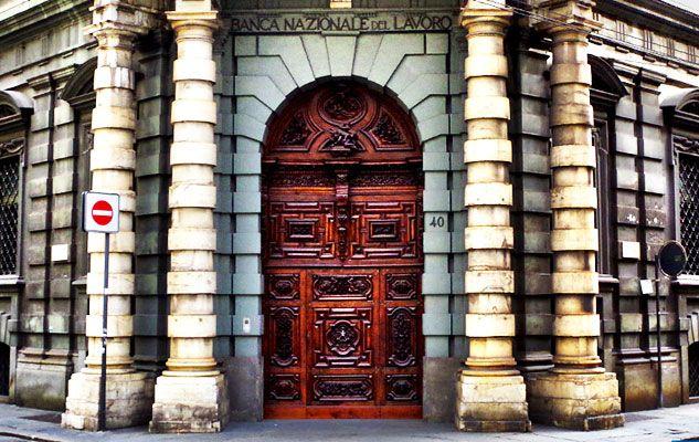 """A Torino in via XX Settembre c'è un'imponente palazzo che presenta un portone conosciuto con il nome di """"Portone del Diavolo""""."""