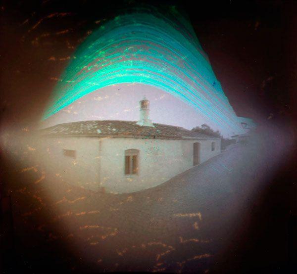 Típica chaminé algarvia | Typical Algarve chimney  @Monte Boi (S. B. de Messines, Silves) | Portugal - PT | 37°15'6.2''N 8°18'19.3''O 20 Jun 2012 -> 21 Dez 2012 exposição: 6 meses | do solstício de Verão ao solstício de Inverno 2012 exposure: 6 months | from winter solstice to summer solstice 2012 orientação / orientation: S (180°) solargrafia estenopeica / pinhole solargraphy https://www.flickr.com/photos/psampaio/14519890705/
