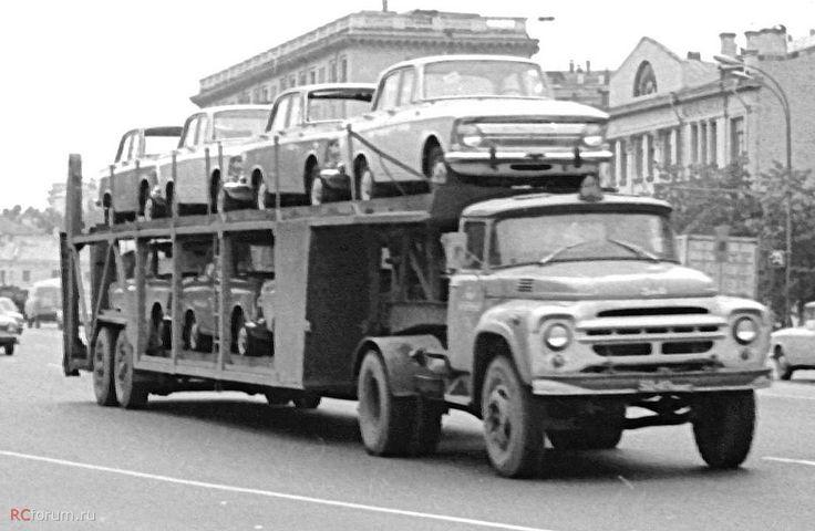 48 ЗиЛ-130В1 с п-пр автовозом на 7 авто. Москва 1976. Интересно, что Москва, а авто ИЖ и наверху у 2-го вроде переднего стекла нет