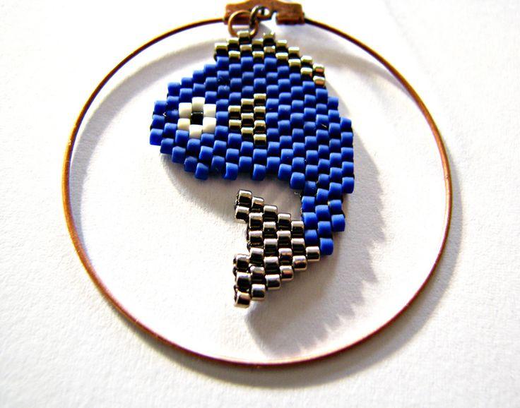Boucles d'oreilles créoles ♓ poisson ♓ en perles miyuki bleu et argent en perles miyuki - tissage peyote/brickstitch : Boucles d'oreille par beads-and-coffee