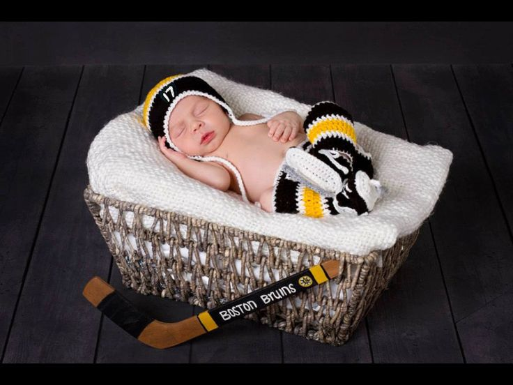 BABY HOCKEY BOY Boston Bruins & Pittsburgh Penguins pacifiers not included, Crochet Hockey Outfit, Hockey Baby Knit Skates, Baby Hockey Hat by Grandmabilt on Etsy
