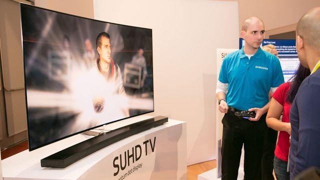 Samsung patenta un televisor holográfico   La compañía ha estado trabajando en una nueva tecnología que básicamente te permitirá ver imágenes como si fuesen 3D pero sin gafas.  Samsung está trabajando en una nueva tecnología que hará que la televisión del futuro sea bastante diferente a la que tenemos ahora. La compañía ha patentado un TV holográfico que espera ser la evolución de la tecnología 3D que no fue muy bien recibida por los usuarios.  La tecnología fue registrada en la Oficina de…