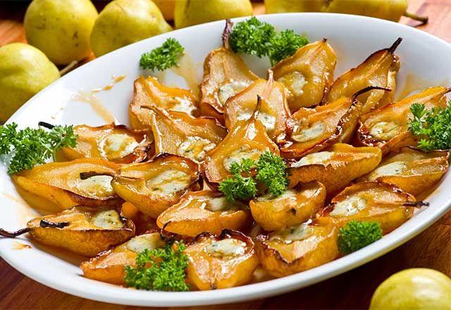 Pera assada com mel e gorgonzola (Baked pears with honey and blue cheese)