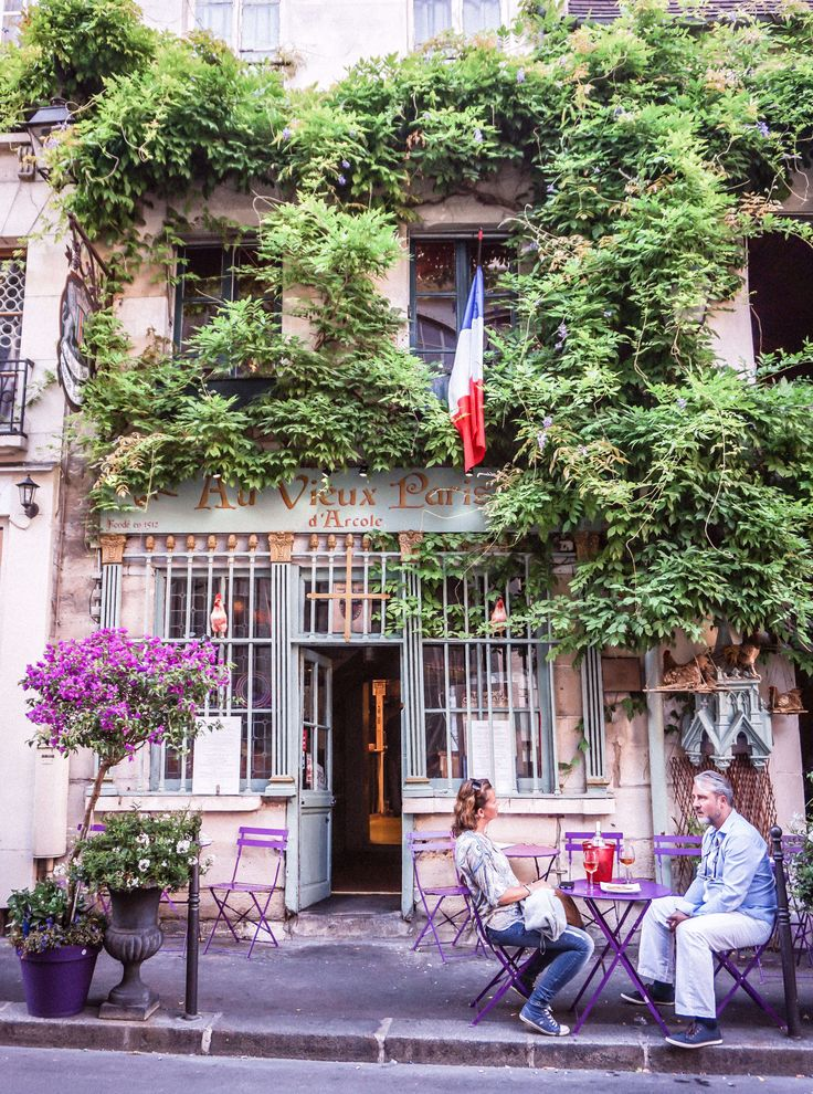 Here's the very Best Old Paris Walking Tour. Learn about the fascinating history of Paris, find some hidden gems & see some more iconic locations.