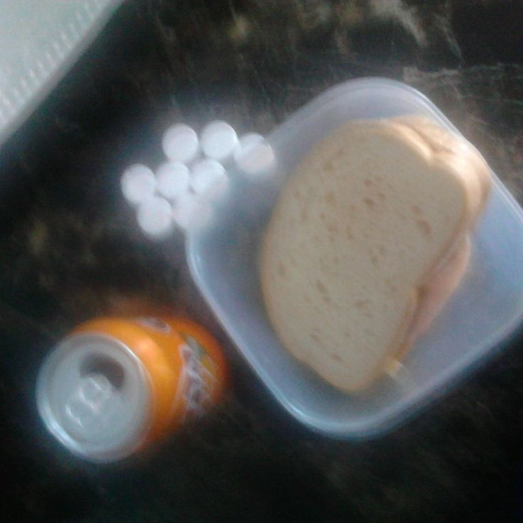 Lunch time egg ham and mayo sandbo with fanta ans spearmints