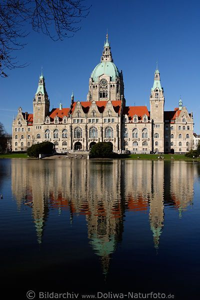 Neues Rathaus Spiegelung im Maschteich am Maschpark in Hannover (City Hall in Hannover, Germany)