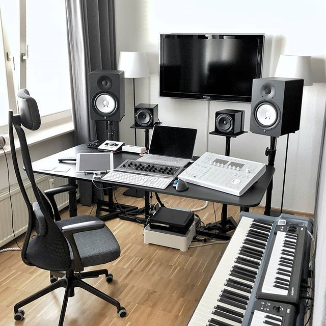 A Clean Studio With Nice Keyboards And Monitors From Yamaha By Dopesoundstudio Musicstudio Musicpr Home Studio Setup Home Studio Desk Music Studio Decor