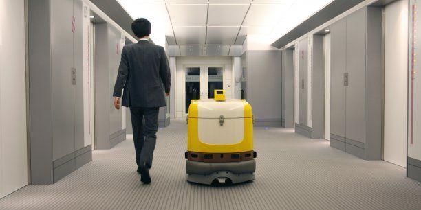 """La robotisation va toucher """"les classes moyennes, y compris les classes moyennes supérieures"""", explique Hakim El Karoui, associé au cabinet Roland Berger. (Crédits : Reuters) La plupart des secteurs perdraient des emplois, excepté l'éducation, la santé,..."""