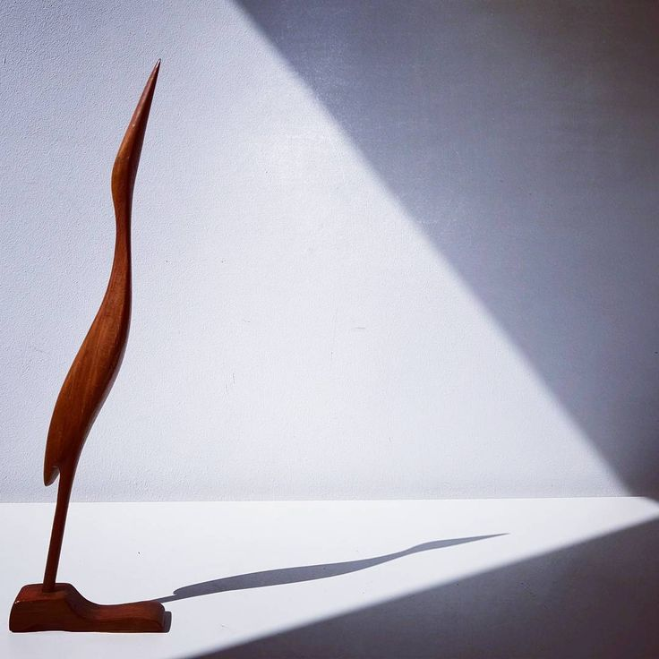 Mid century wood bird #midcentury #modern #vintage #retro #60s #70s #wood #bird #figurine #shadow #art #artist #design #designer #triangle #sculpture #spaceage #germany #danish #danishdesigns