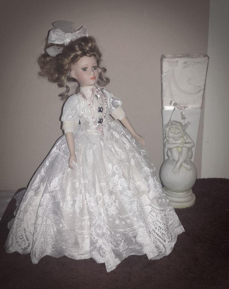 Suknia balowa dla lalki porcelanowej