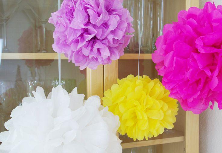 Pompoms Pompons Ponpons basteln selber machen Hochzeit Party Dekoration Anleitung kostenlos 7