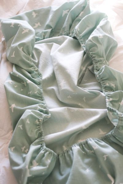 DIY Crib Sheet (Make a fitted sheet for port-o-crib)
