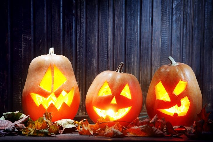 Enjoy Tourist Meets Traveler's guide to get you started on your holiday travel to-do list with these Halloween 2015 events, parties, and attractions…