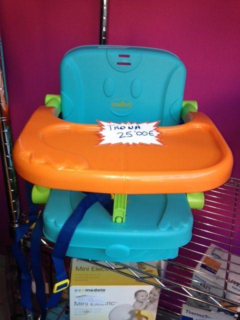 Trona de la marca Olmitos adaptable a silla. PVP NENEANENE- 25€. Para mas información visita nuestra tienda en c/Cadiz, 11 de Valladolid o en mailto:info@nenea.... También te atenderemos en el teléfono 983/151222.