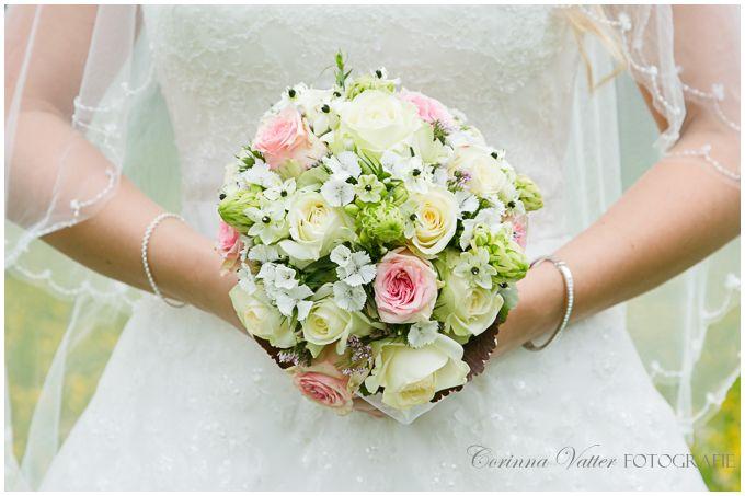 brautstrauss weiss rose sommer wedding bouquet white rose summer corinna vatter fotografie. Black Bedroom Furniture Sets. Home Design Ideas