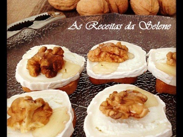 Receita Tostas com queijo chèvre, mel e nozes, de Selene Receitas - Petitchef