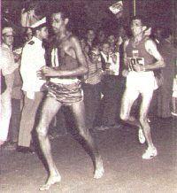 bikila coureur pieds nus a Rome en 1960