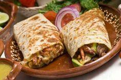 Burritos mexicanos  Se trata de un plato nacido en la Ciudad Juárez, una localidad fronteriza cerca de territorio de Estados Unidos. Se trata de una gran tortilla de harina de trigo, que envuelve distintos tipos de relleno. Tiene ciertas similitudes con los tacos, , pero difieren en que los burritos envuelven totalmente al relleno, mientras que los tacos permanecen abiertos.