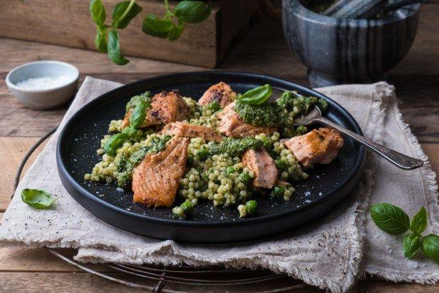 Enkel cous cous salat med laks