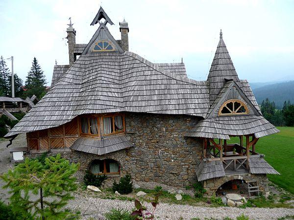Bajkowy dom w Białce Tatrzańskiej, nasza piękna, odważna Polska #pieknydom #domy    The World's 15 Storybook Cottage Homes
