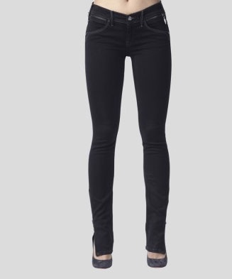 Jeans ajustados abajo, pero no me gustan muy apretados ni de tela elasticada. Marcas que me favorecen son pepe jeans, americanino y wados...