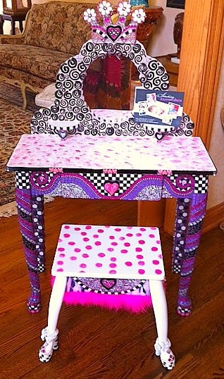 Little Girls Vanity...I Want This For My Princess!