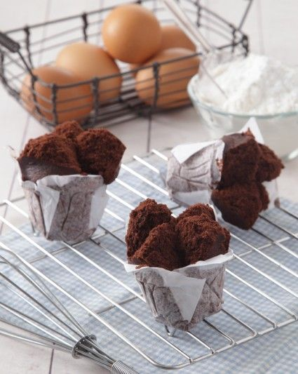Tampilan resep bolu kukus mekar cokelat ini memang menggugah selera. Cara membuatnya pun mudah sehingga siapa saja pasti sukses membuatnya.