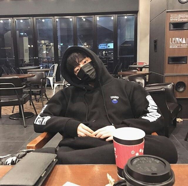 guys with hoodies r