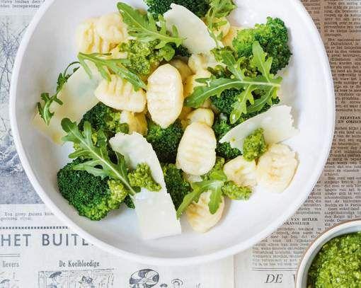 Jeroen Meus maakt gnocchi met broccolipesto