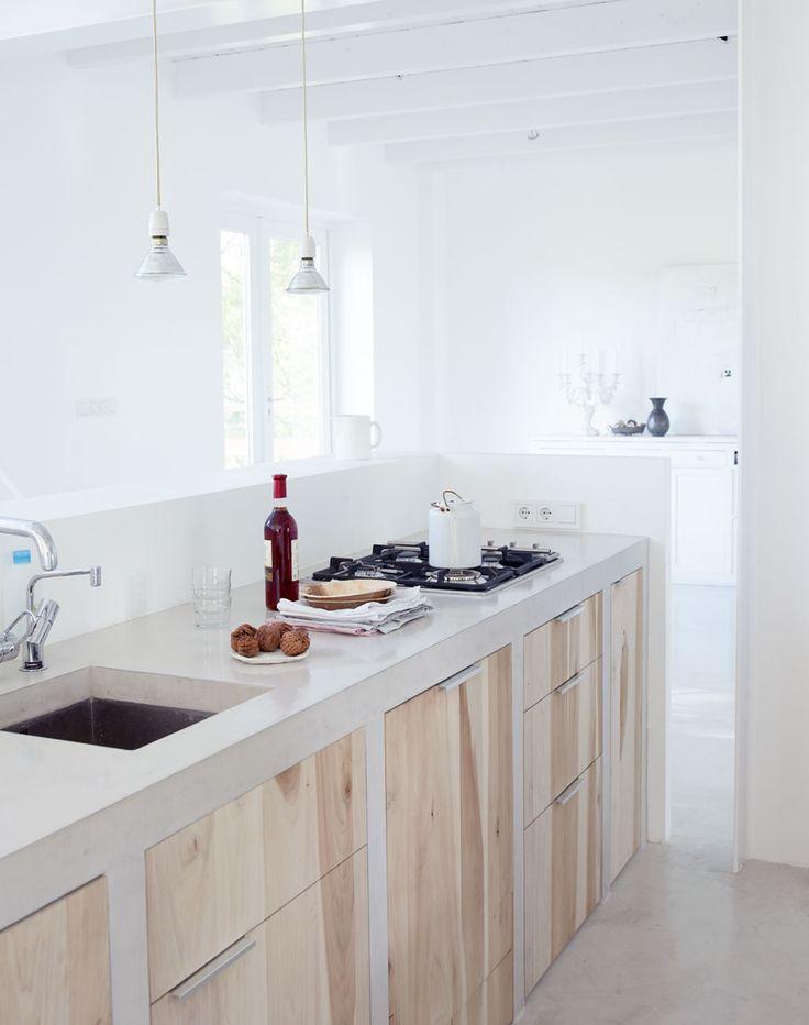 Keuken, beton met hout.