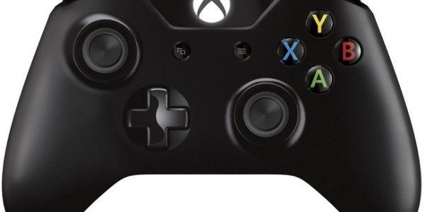 Un aficionado lanza un controlador para el PAD de Xbox One en PC