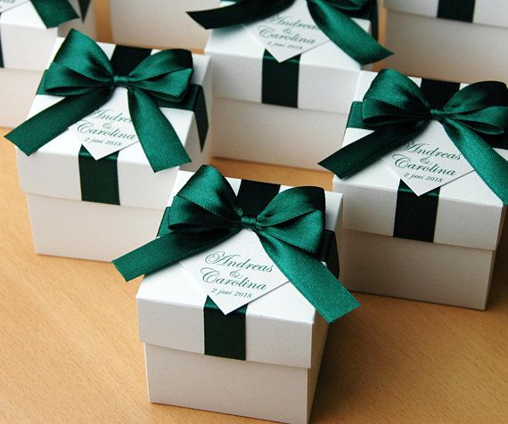 4f65536f624 Emerald Green Wedding Bonbonniere - Wedding favor boxes with satin ribbon  bow and personalized tag - in 2019   Products   Emerald green weddings, ...