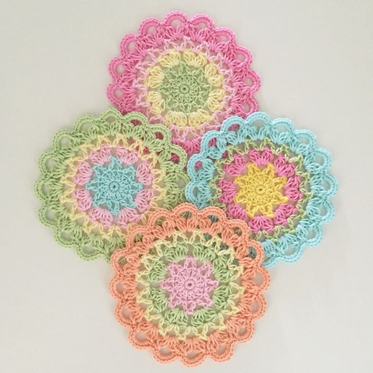 Coasters with a star - Design by Crochet Millan
