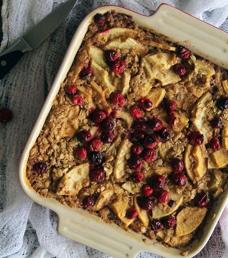 Овсянка с яблоками из духовки - это идеальный завтрак для тех, кому надоела каша. Диетическая и при этом вкуснейшая овсянка, запеченая с яблоком, рецепт с