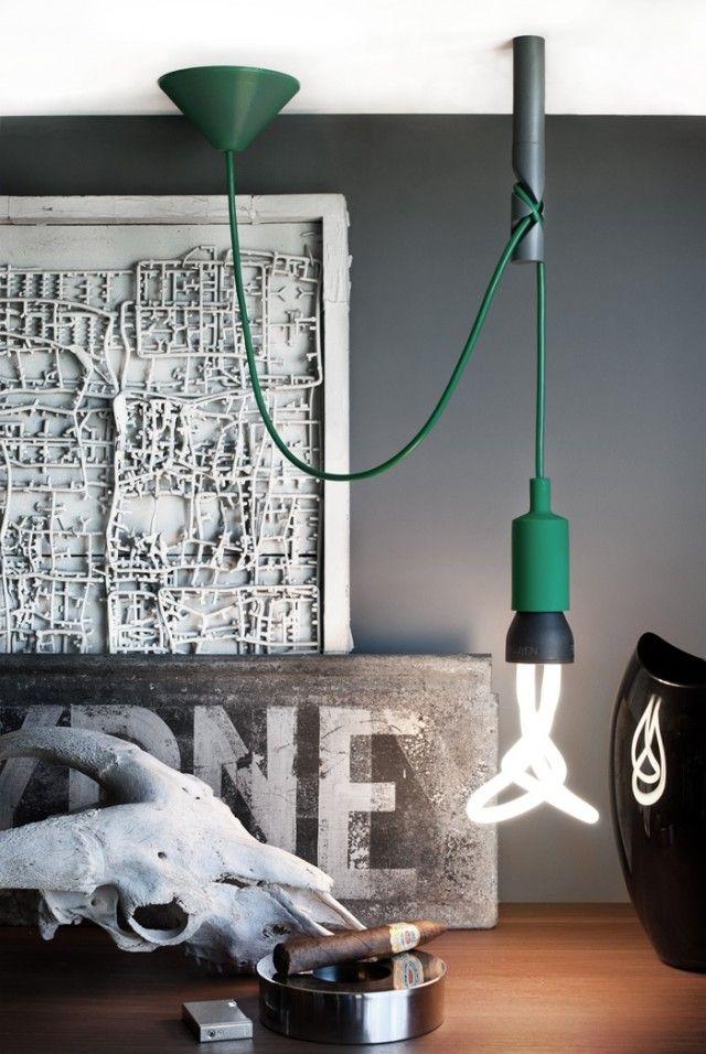 Crochet de plafond pour les câbles de lampes suspendues.