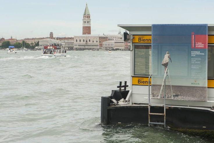 Los tesoros de Venecia y la Estatua de la Libertad, en riesgo por el cambio climático La UNESCO alerta de los efectos del calentamiento global sobre el Patrimonio de la Humanidad Un letrero anuncia en Venecia la XV Bienal de arquitectura, el pasado martes.