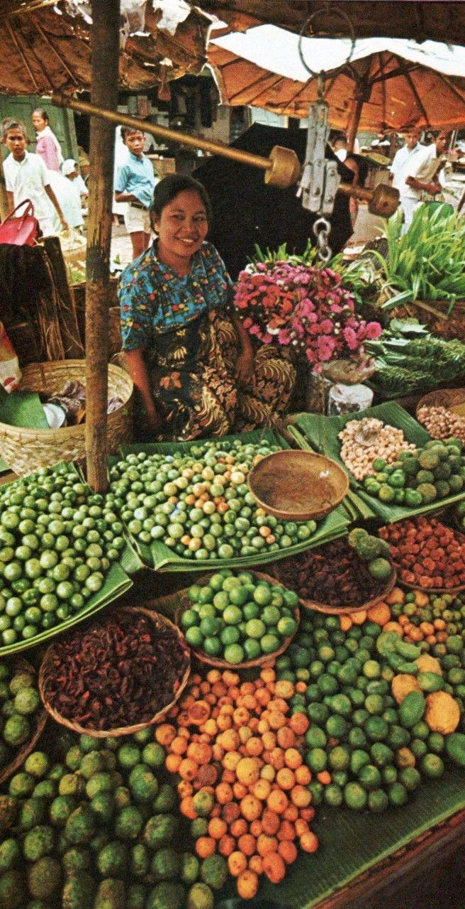 Sumatran market place 1970
