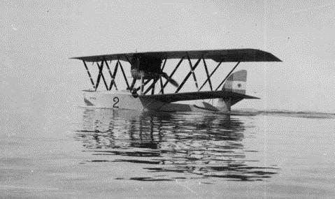 Le Macchi M.9 est un hydravion biplan monocoque italien de la Première Guerre mondiale.