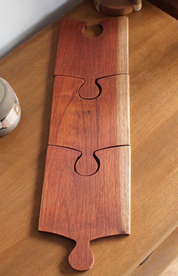 Tablitas para picada individuales de 20 cm x 13,5 cm d 1 cm de espesor hechos madera de cedro rescatada de un container que aparentemente pertenecia al marco de una puerta, curada con una mezcla de aceite do oliva y vinagre, apta para apoyar alimentos