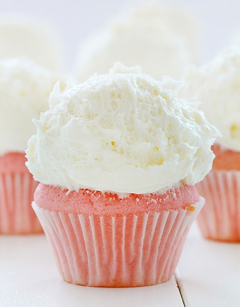 whipped vanilla buttercream ~ http://iambaker.net