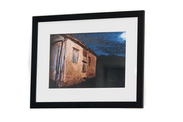 Molduras para fotografias 20X30, com acabamento fino e elegante, paspatur e vidro. 'As molduras protegem e valorizam suas imagens.