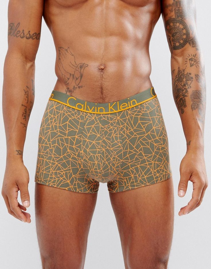 Get this Calvin Klein's basic underpants now! Click for more details. Worldwide shipping. Calvin Klein Trunks ID Cotton - Green: Trunks by Calvin Klein, Cotton jersey, Stretch waistband, Form-fitting design, Machine wash, 95% Cotton, 5% Elastane. With a rich company history spanning back to 1968, Calvin Klein originally started life as a coat store in New York City. The now iconic label, famed for their minimalist approach, offers up covetable diffusion lines CK by Calvin Klein and Calvin…