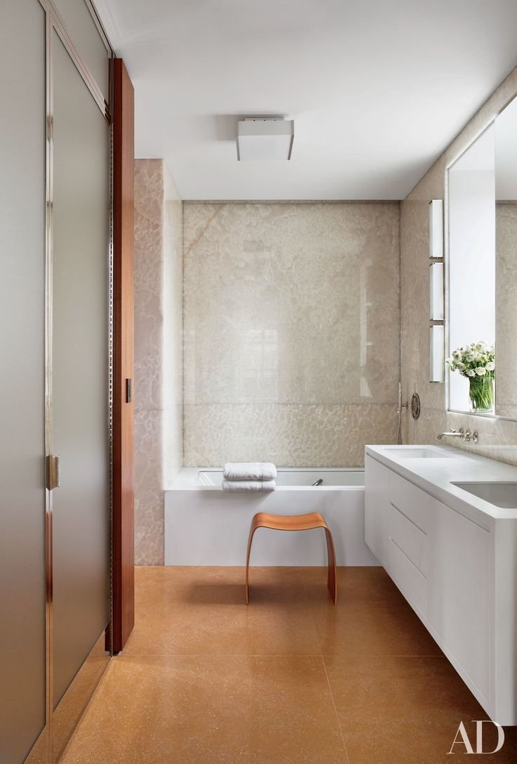 13 Gorgeous Minimalist Bathrooms Photos | Architectural Digest / Photo: Michael Moran